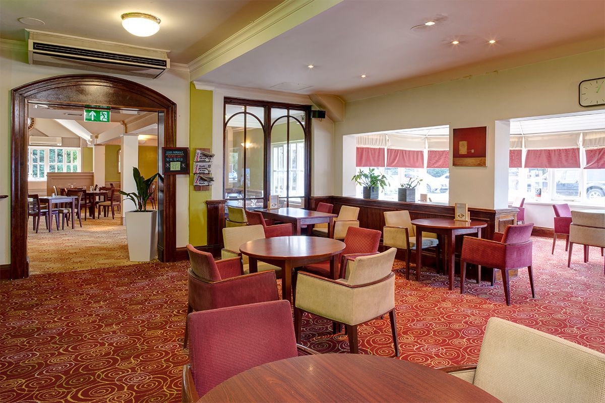 Holiday Inn Ipswich Orwell priory bar